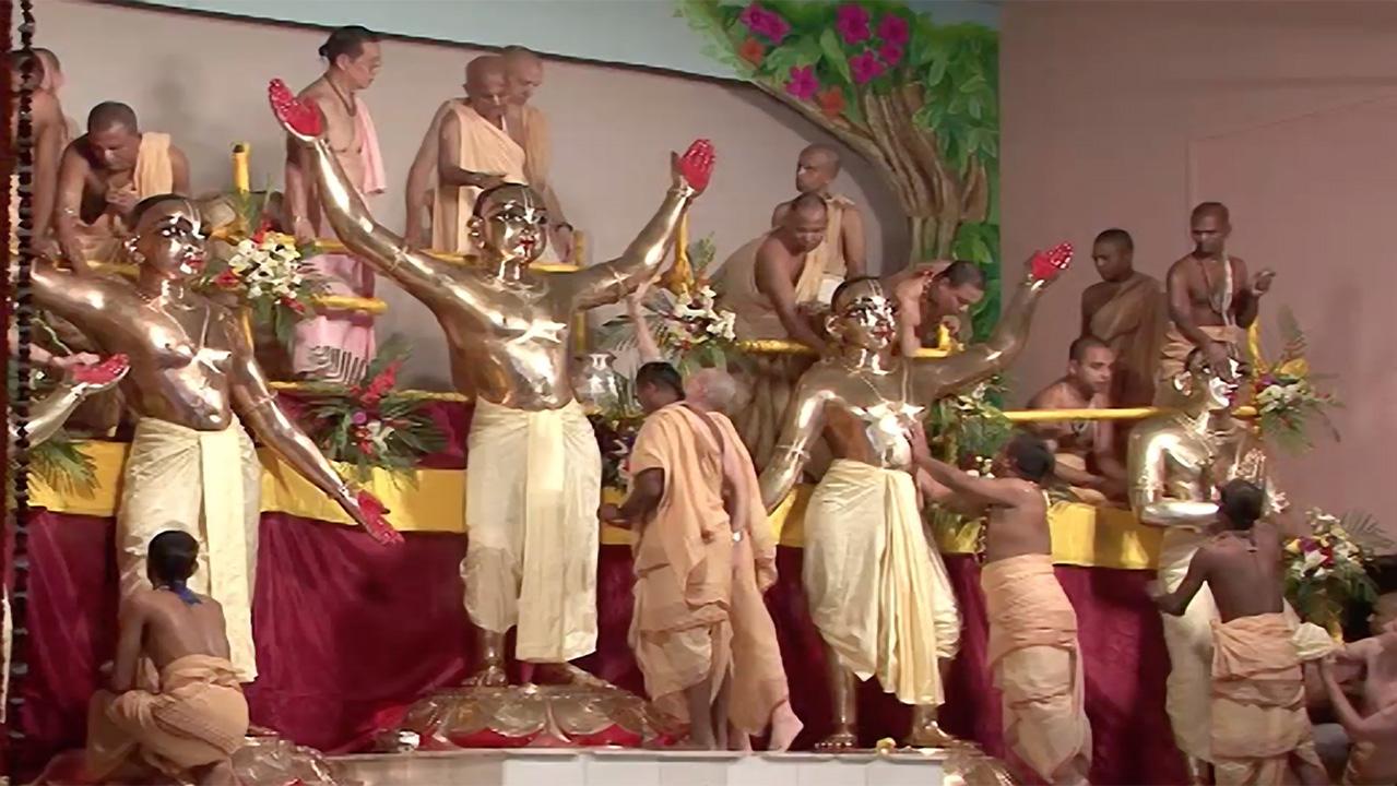 Mayapur Panca-Tattva Maha Installation Abhishek 2009 Raw Footage HD