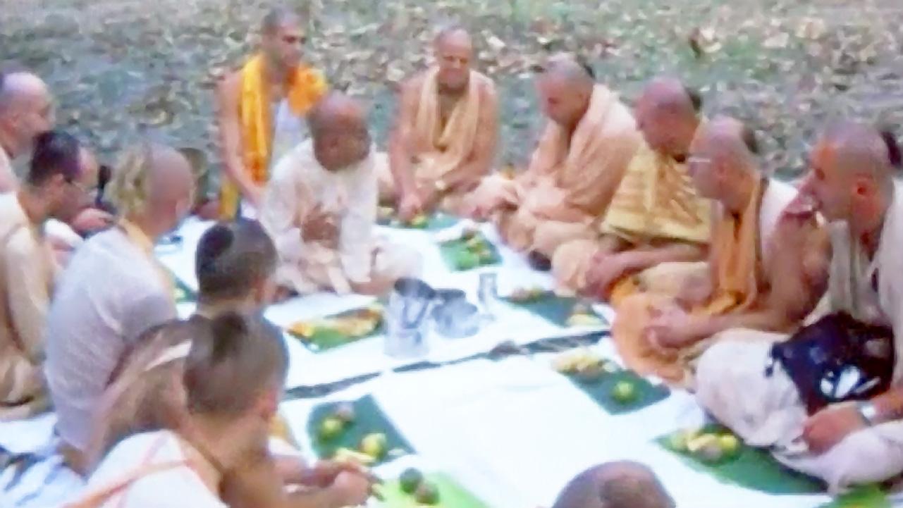Prabhupada in India -- 1975 -- (Darshan 13)